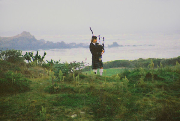 Michel d'Avenas bagpiping at the Inn at Spanish Bay